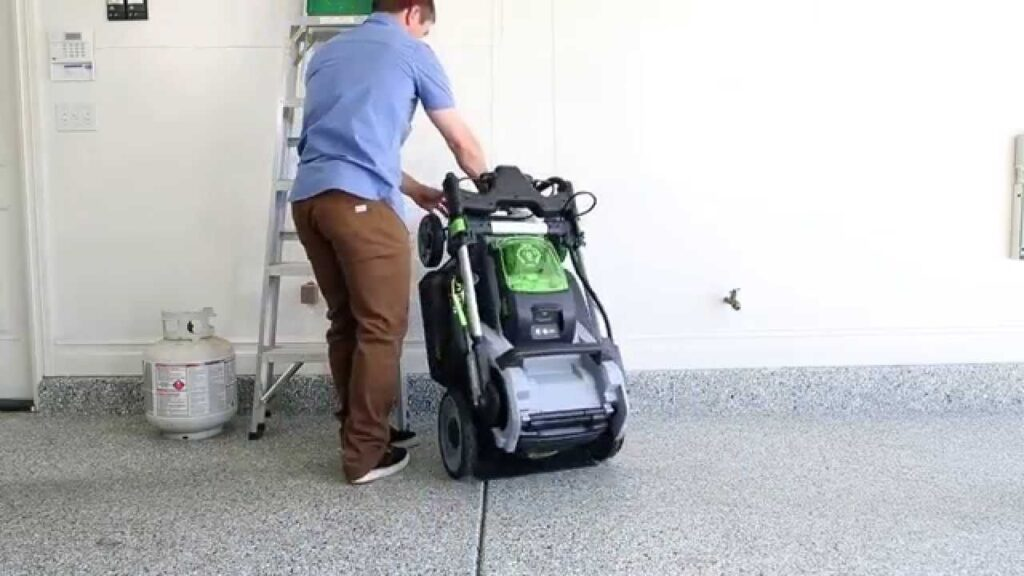 Tips For Storing Your Lawnmower Correctly